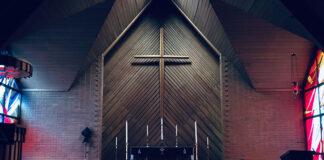Czym kierować się wybierając ubranko do chrztu dla chłopca
